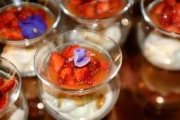 Dolce di fragole Candonga Top Quality® macerate con della spremuta di arance siciliane e il liquore francese Chartreuse
