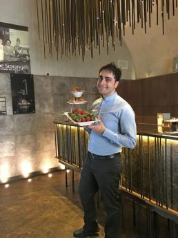 Gionatan Magno, barman professionista, con fragole Candonga Fragola Top Quality®